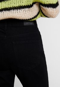 Gina Tricot - DAGNY HIGHWAIST - Jeans Tapered Fit - black - 5