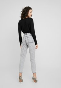Gina Tricot - DAGNY HIGHWAIST - Jeans Tapered Fit - grey snow - 2