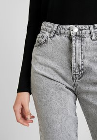 Gina Tricot - DAGNY HIGHWAIST - Jeans Tapered Fit - grey snow - 4