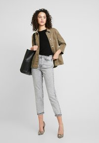 Gina Tricot - DAGNY HIGHWAIST - Jeans Tapered Fit - grey snow - 1