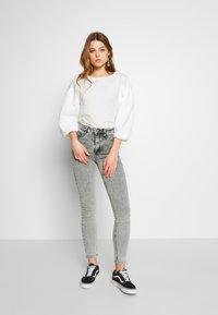 Gina Tricot - MOLLY HIGHWAIST - Jeans Skinny - grey snow - 1
