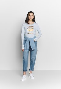 Gina Tricot - RELAXED - Jeans Relaxed Fit - mid blue - 1