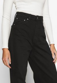 Gina Tricot - WIDE LEG  - Flared jeans - black - 5