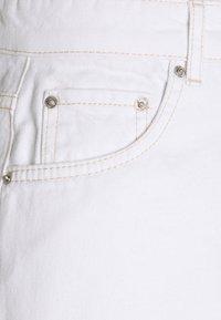 Gina Tricot - DAGNY MOM SHORTS - Shorts - white - 2