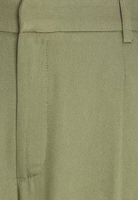 Gina Tricot - CARRO BERMUDA - Shorts - khaki - 2
