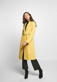 Gina Tricot - AVA BELTED COAT - Classic coat - rattan - 1