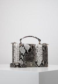 Gina Tricot - MIA BAG - Handtasche - white - 0