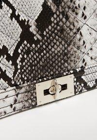 Gina Tricot - MIA BAG - Handtasche - white - 6
