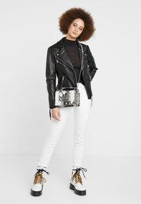 Gina Tricot - MIA BAG - Handtasche - white - 1