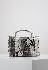 Gina Tricot - MIA BAG - Handtasche - white - 2