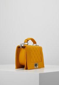 Gina Tricot - MIA BAG - Handtasche - mustard - 3