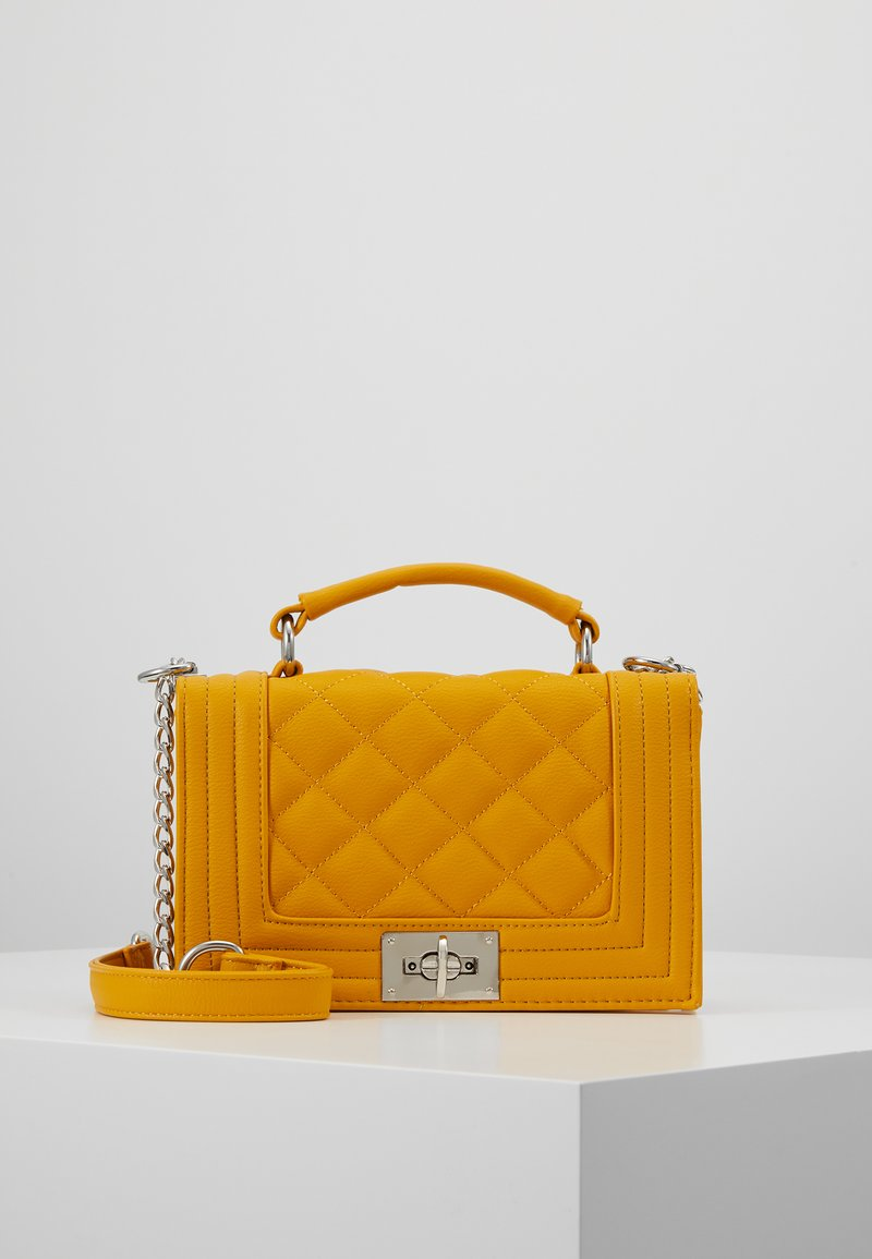 Gina Tricot - MIA BAG - Handtasche - mustard