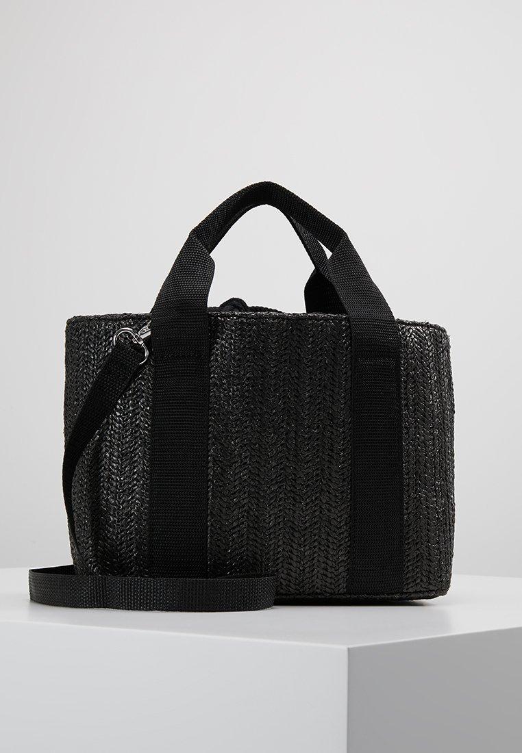 Gina Tricot - MELINDA STRAWBAG - Håndtasker - black