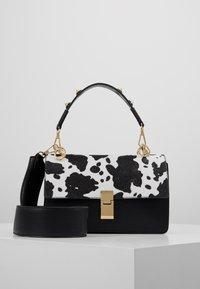 Gina Tricot - JONNA BAG - Handtasche - black/white - 0