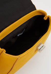 Gina Tricot - STINA MINI BAG - Sac à main - yellow - 4