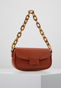 Gina Tricot - ZOEY BAG - Handtasche - conjac - 0