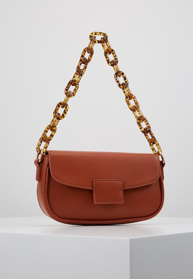 Gina Tricot - ZOEY BAG - Handtasche - conjac