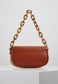 Gina Tricot - ZOEY BAG - Handtasche - conjac - 2