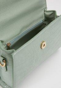 Gina Tricot - MAYA MINI BAG - Handtasche - sage - 4