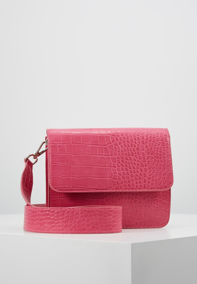 EVELYN BAG - Across body bag - fuschia