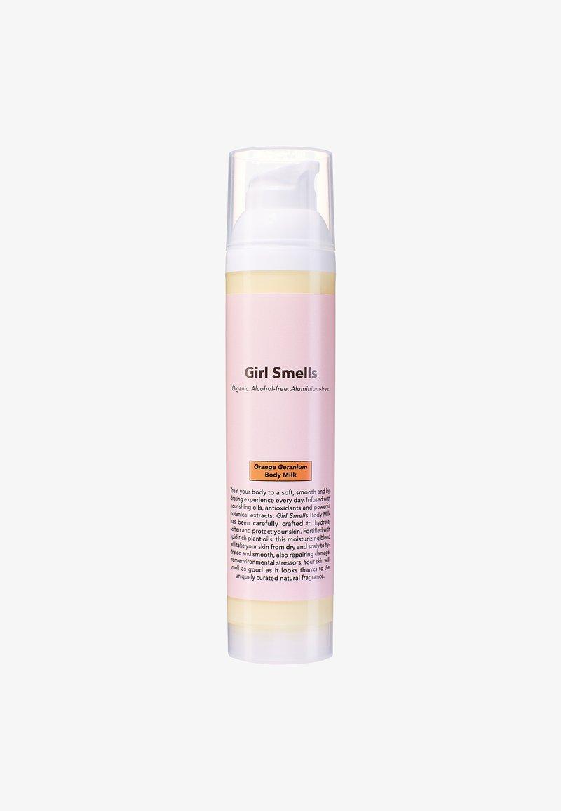 Girl Smells - BODY MILK 100ML - Fugtighedscreme - orange geranium