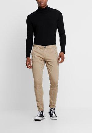 BLACK CHINO PANTS - Pantalones chinos - camel