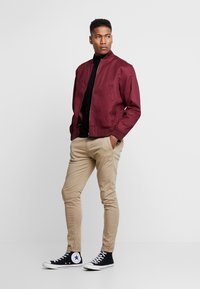 Gianni Kavanagh - BLACK CHINO PANTS - Chino - camel - 1