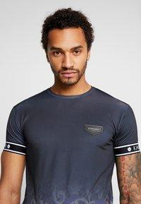 Gianni Kavanagh - FADE BAROQUE LEOPARD TEE - T-shirts med print - black - 3