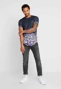 Gianni Kavanagh - FADE BAROQUE LEOPARD TEE - T-shirts med print - black - 1