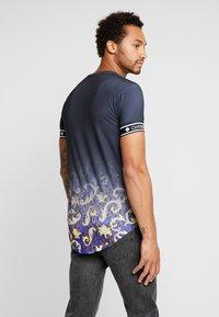 Gianni Kavanagh - FADE BAROQUE LEOPARD TEE - T-shirts med print - black - 2