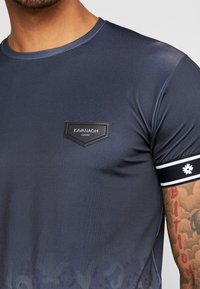 Gianni Kavanagh - FADE BAROQUE LEOPARD TEE - T-shirts med print - black - 5