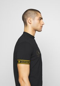 Gianni Kavanagh - TURTLENECK SIGNATURE TEE - Print T-shirt - black - 3