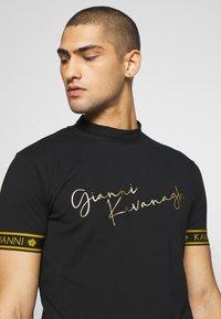 Gianni Kavanagh - TURTLENECK SIGNATURE TEE - Print T-shirt - black - 5