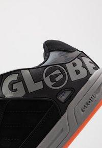 Globe - TILT - Skeittikengät - black/grey/orange - 5