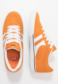Globe - ENCORE - Skateboardové boty - orange/white - 1