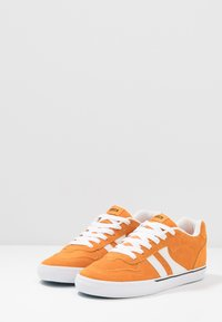 Globe - ENCORE - Skateboardové boty - orange/white - 2