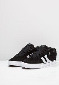 Globe - ENCORE - Skate shoes - black/white - 2