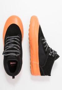 Globe - MOTLEY MID - Skate shoes - black/orange/mudguard - 1