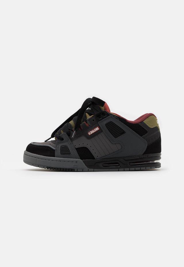SABRE - Chaussures de skate - charcoral/black/iron