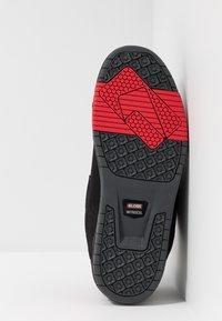 Globe - SABRE - Skate shoes - black/pebble - 4