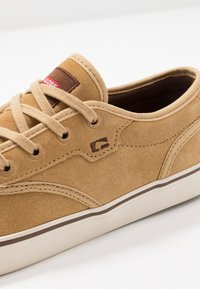 Globe - MOTLEY - Skate shoes - tan/antique - 5