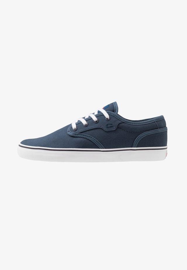 MOTLEY - Skate shoes - blue/white