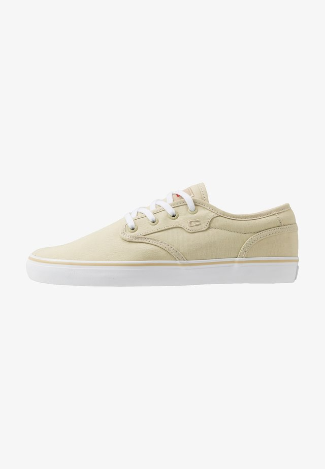 MOTLEY - Skate shoes - khaki/white