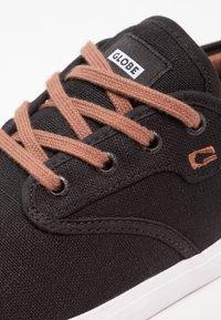 Globe - MOTLEY - Skate shoes - black - 5