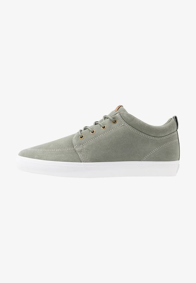 CHUKKA - Skateboardové boty - green stone