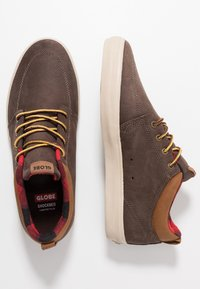 Globe - CHUKKA - Tenisky - dark brown/plaid - 1
