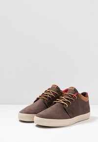 Globe - CHUKKA - Tenisky - dark brown/plaid - 2