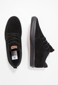 Globe - CHUKKA - Matalavartiset tennarit - black - 1