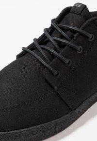 Globe - CHUKKA - Sneakersy niskie - black - 6