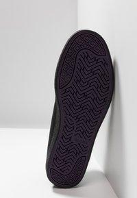 Globe - CHUKKA - Sneakersy niskie - black - 4